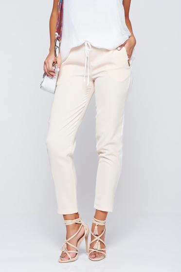 Pantaloni PrettyGirl crem casual conici cu buzunare