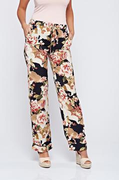 Pantaloni Festival Look by PrettyGirl rosa cu imprimeuri florale cu buzunare
