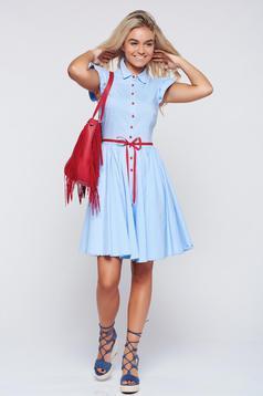 Rochie Fofy albastra-deschis in clos cu volanase la maneca