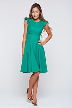 Rochie Fofy verde in clos cu volanase la maneca