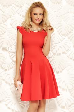 Rochie Fofy rosie eleganta in clos din stofa elastica subtire cu volanase la maneca