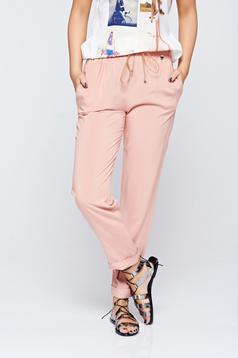 Pantaloni PrettyGirl rosa casual din material vaporos cu buzunare