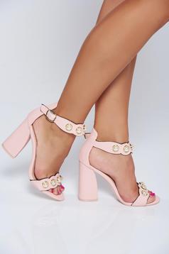 Sandale roz elegante cu toc patrat cu aplicatii cu perle