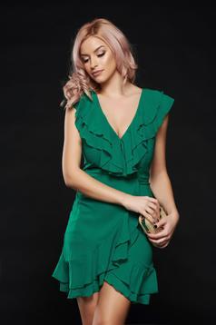 Rochie verde eleganta cu decolteu cu volanase