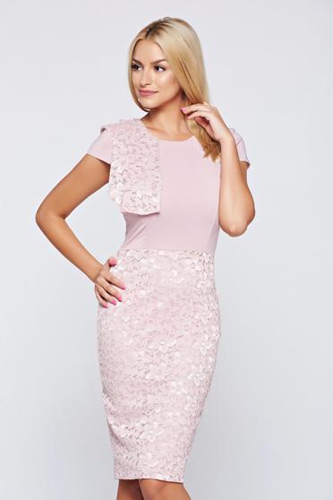 Rochie StarShinerS rosa de ocazie din material dantelat