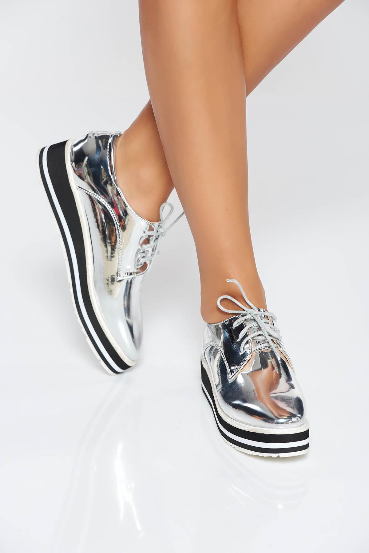 Pantofi argintiu casual din piele ecologica cu aspect metalic si cu siret