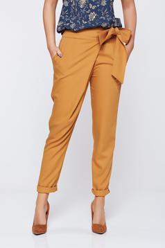 Pantaloni PrettyGirl maro office din stofa cu talie medie