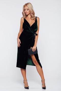 Rochie verde-inchis petrecuta nefinisata din catifea