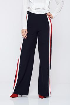 Pantaloni negri casual cu dungi verticale croi evazat