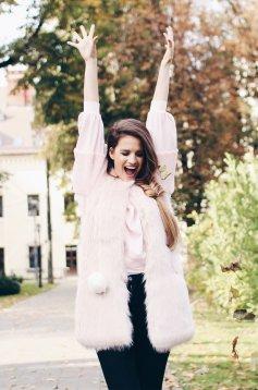 Vesta casual blana ecologica rosa cu un croi drept