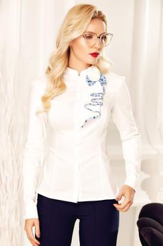 Camasa dama Fofy alba office din bumbac elastic cu aplicatii florale