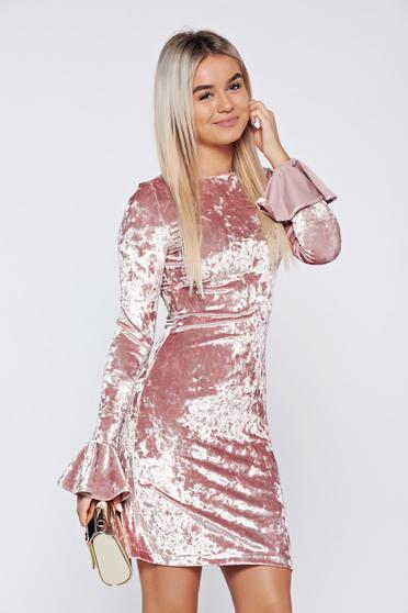 Rochie StarShinerS rosa de ocazie din catifea cu volanase la maneca