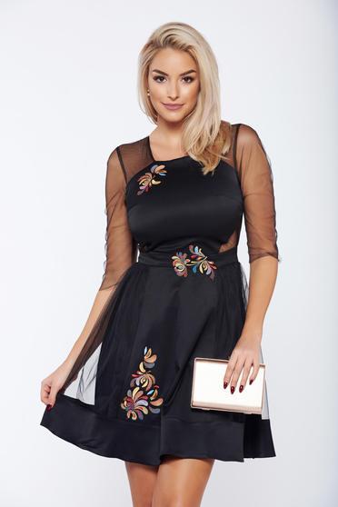 Rochie StarShinerS neagra eleganta din material satinat si tul cu insertii de broderie