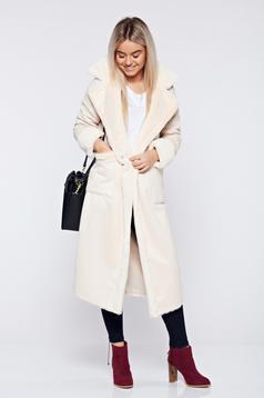 Palton din velur crem elegant cu buzunare captusit cu blana ecologica