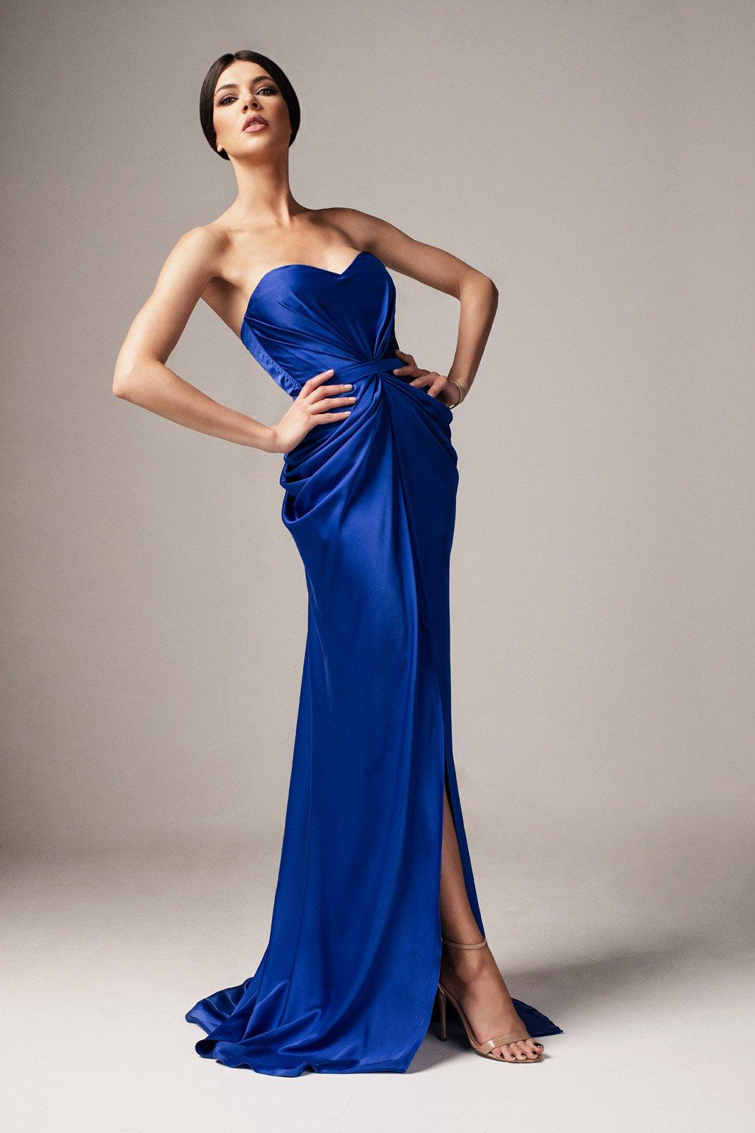 Rochie albastra Ana Radu de lux din material satinat cu umeri goi cu push-up accesorizata cu cordon