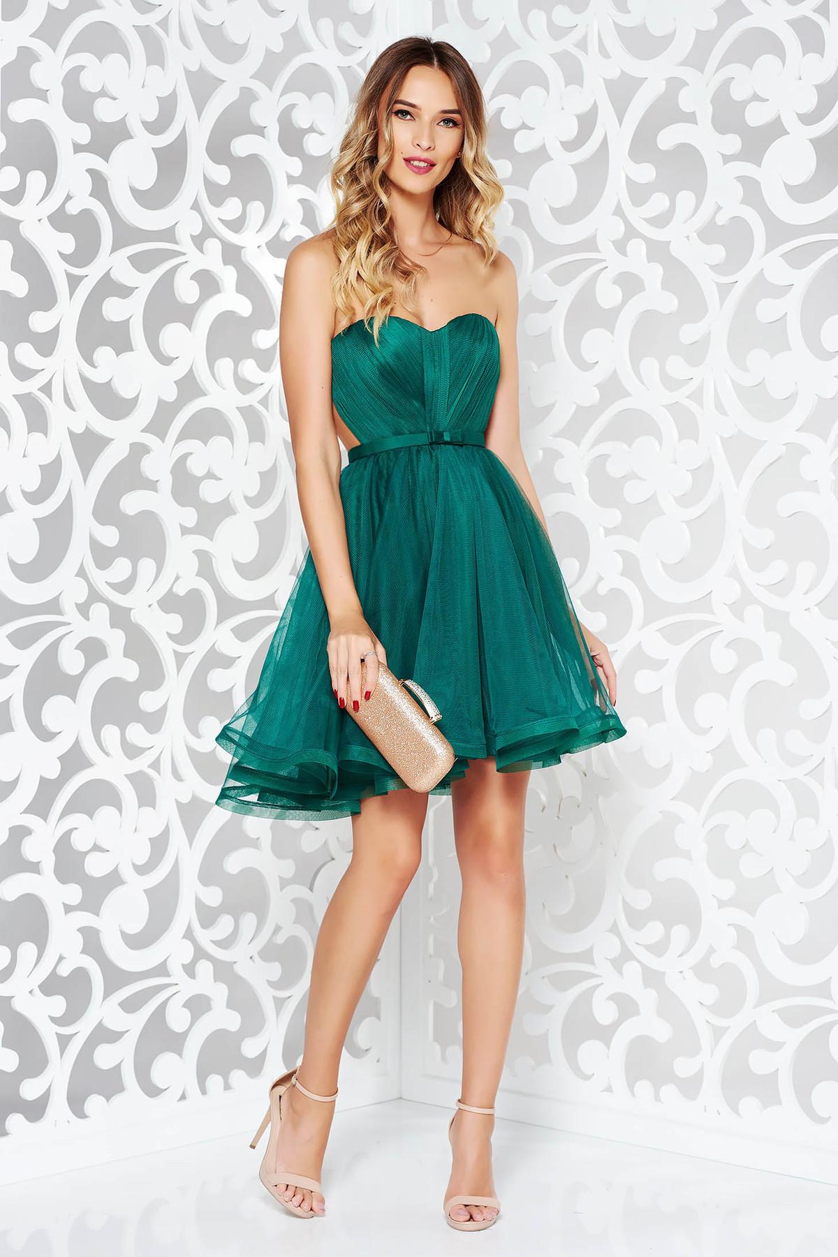 Rochie Ana Radu verde de lux tip corset din tul captusita pe interior cu bust buretat accesorizata cu cordon