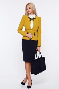 Costum damă LaDonna galben office din stofa cu insertii de broderie