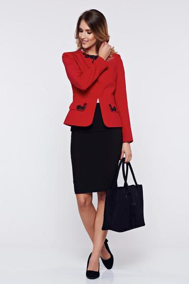 Costum damă LaDonna rosu office din stofa cu insertii de broderie