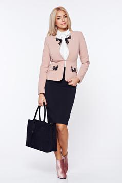 Costum damă LaDonna rosa office din stofa cu insertii de broderie