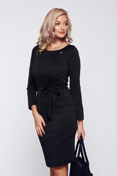 Rochie PrettyGirl neagra office eleganta accesorizata cu brosa