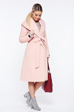 Palton LaDonna rosa elegant din lana in clos brodat accesorizat cu cordon