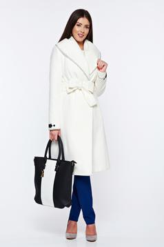 Palton LaDonna alb elegant din lana in clos brodat accesorizat cu cordon