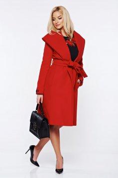 Palton LaDonna rosu elegant din lana in clos brodat accesorizat cu cordon