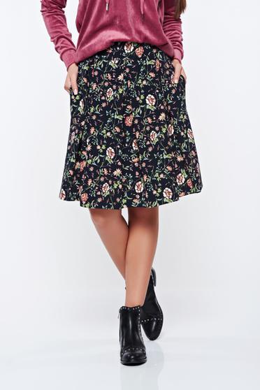 Fusta PrettyGirl neagra casual in clos cu imprimeu floral