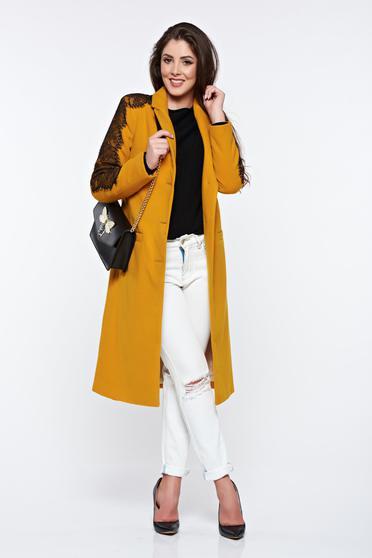Palton LaDonna mustariu cu aplicatii de dantela elegant drept captusit pe interior