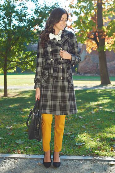 Palton negru LaDonna elegant din lana in carouri cu buzunare