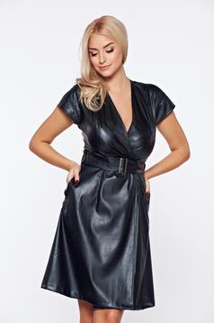 Rochie PrettyGirl neagra de club petrecuta din piele ecologica cu accesoriu tip curea