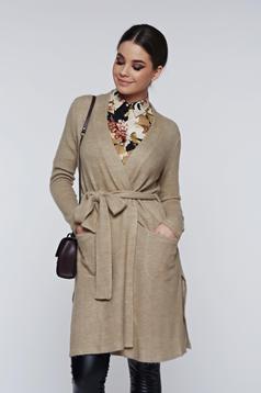 Cardigan PrettyGirl crem tricotat din material pufos accesorizat cu cordon