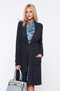 Cardigan PrettyGirl gri-inchis tricotat din material pufos accesorizat cu cordon
