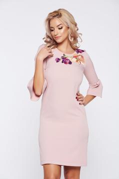 Rochie StarShinerS rosa eleganta de zi brodata cu maneci clopot
