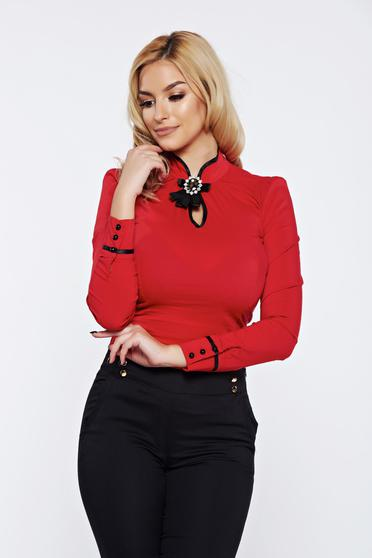 Camasa dama Fofy rosie office din bumbac elastic accesorizata cu brosa