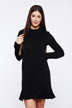 Rochie PrettyGirl neagra de zi cu volanase la baza rochiei