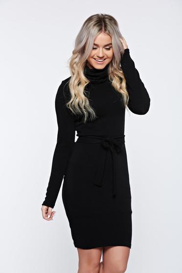 Rochie PrettyGirl neagra casual tricotata accesorizata cu cordon