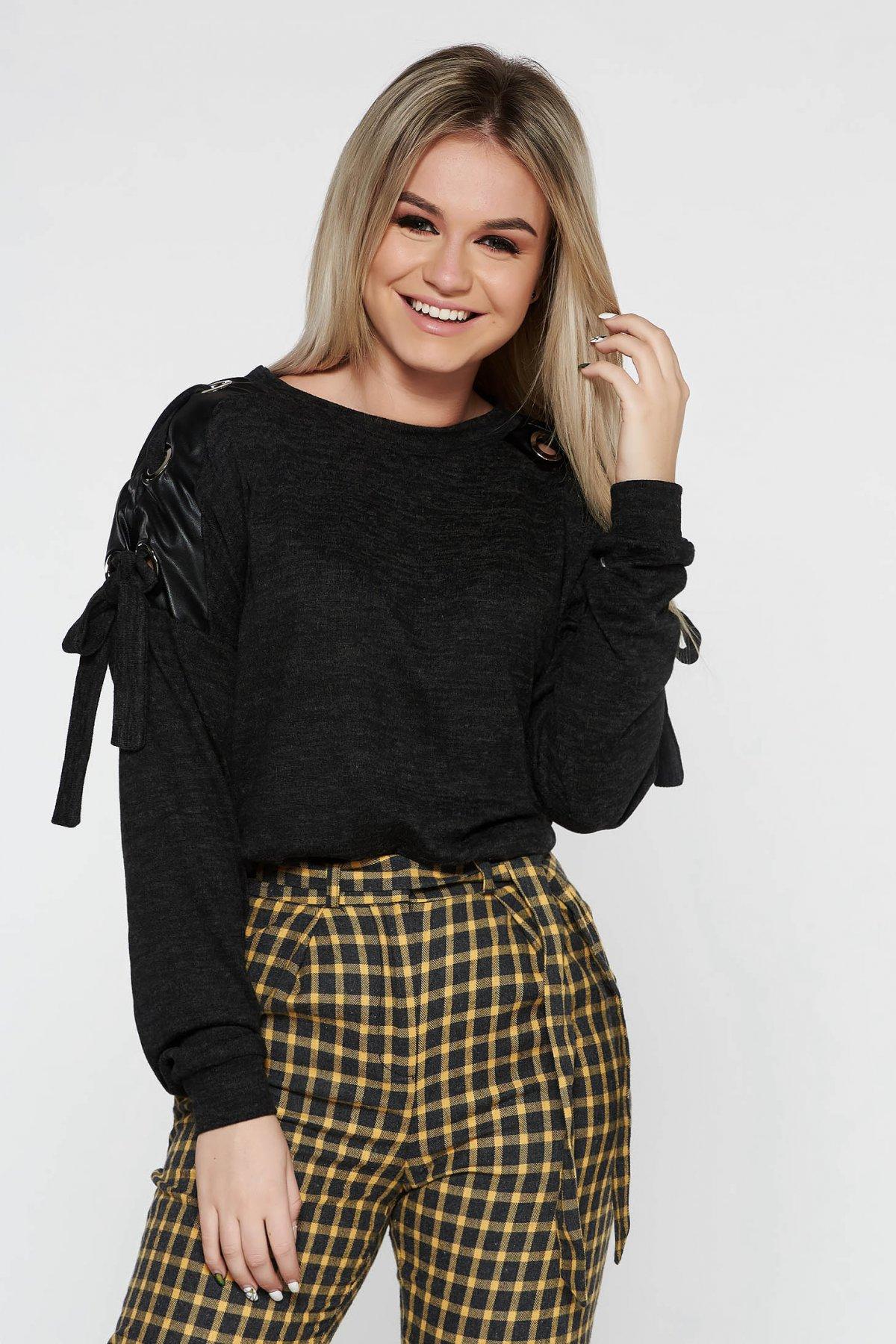Pulover PrettyGirl gri-inchis casual tricotat cu aplicatii din piele ecologica