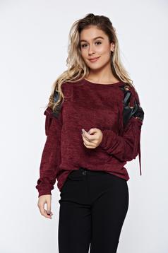 Pulover PrettyGirl visiniu casual tricotat cu aplicatii din piele ecologica