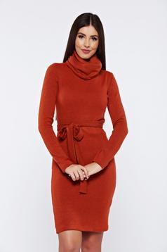 Rochie PrettyGirl maro-inchis casual tricotata accesorizata cu cordon