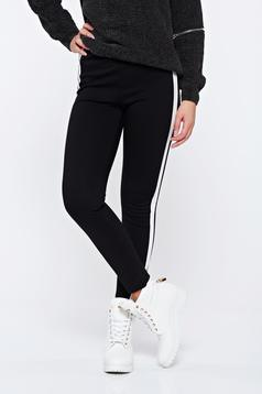 Pantaloni negri casual conici cu talie inalta cu dunga verticala alba