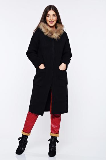 Cardigan negru tricotat din material gros cu insertii cu blana ecologica cu buzunare