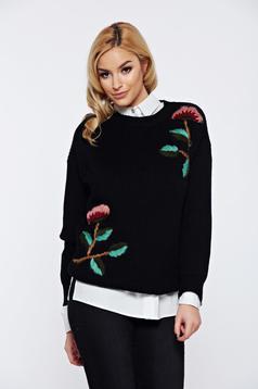 Pulover negru casual tricotat cu aplicatii florale cu croi larg