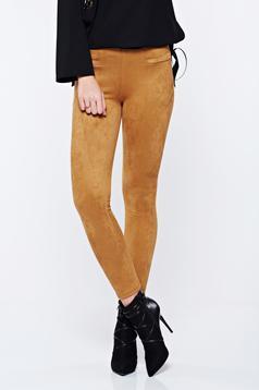 Pantaloni maro casual conici din velur cu talie inalta