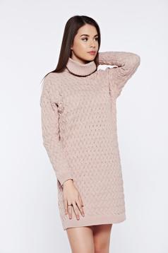 Rochie rosa casual tricotata cu croi larg pe gat