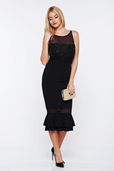 Rochie Fofy neagra de ocazie cu volanase la baza rochiei cu aplicatii cu margele