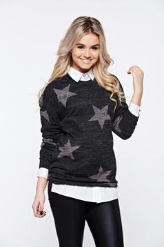 Pulover PrettyGirl gri-inchis cu print casual tricotat cu croi larg
