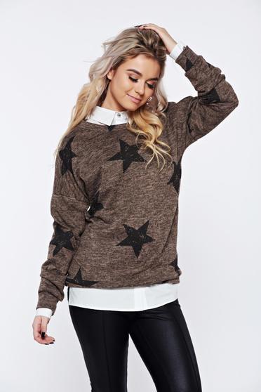 Pulover PrettyGirl maro cu print casual tricotat cu croi larg