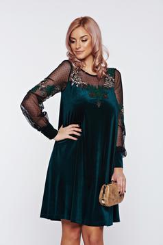 Rochie LaDonna verde de ocazie din catifea brodata cu croi larg