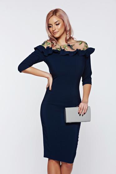 Rochie LaDonna albastra-inchis de ocazie tip creion cu insertii de broderie